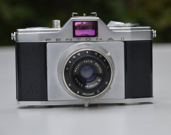 Vintage Pentacon Pentona II 35mm Film Camera with black Leather Case