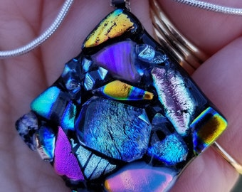 Shiney dichroic glass pendant necklace