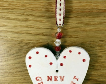 New Grandparent Handmade Pottery Heart, a lovely gift to celebrate the arrival of your new baby. Which will arrive in a white gossamer bag.