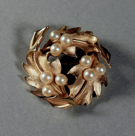 Trifari Brooch, Faux Pearl, Gold Tone, Locking C Clasp, Brushed Gold, Fashion Pin, Costume Jewelry, Collectible