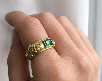 Vintage Emerald Etruscan Style Ring