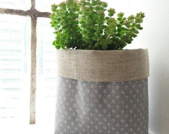 Basket / tidy / planter