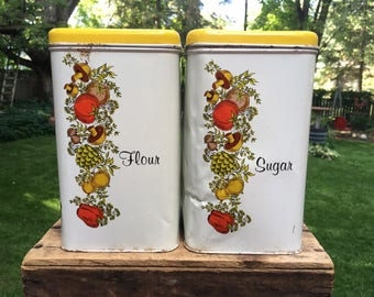 Chienco Housewares Vintage Tin Sugar and Flour Canister Set Metal Tin Retro Kitchen