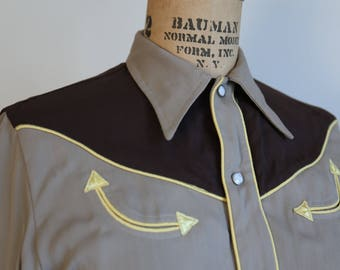 California Ranchwear 1940s 40s Vintage Women's Western Shirt size 12 Rodeo pearl snap buttons.