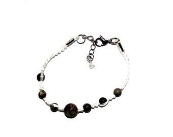 Original bracelet made of cotton yarn and gems
