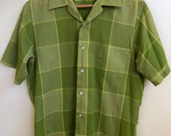 Vintage Men's Green Plaid Shirt // 1970s Short Sleeve Classic Button-down Oxford