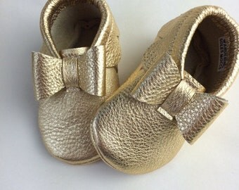 Leather Baby Moccasins with Bows, Soft Soles, Crib Shoes, baby moccasin, moccs, baby shoes