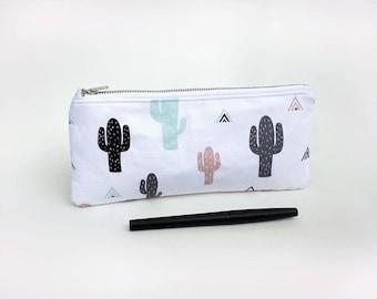 Cactus pencil case / Cute pencil case / Zipped pouch /  Cactus print case / Triangles and cactus / Cactus pouch / Succulent / Trousse