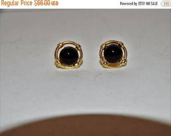 ON SALE Vintage 14k yellow gold black onyx stud Earrings.