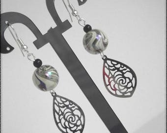 wave earrings with a floral print and a Pearl Pearly beige effects