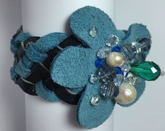 Leather bracelet with Pearls