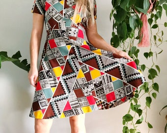 Vintage 60s Mod Peter Pan Collar Dress/ 60s Abstract Fit N Flare Dress