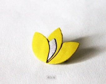 Brooch Lotus leather petals ° ° ° ° ° lemon yellow silver