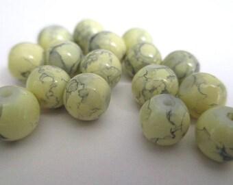 20 drawbench beads light yellow 6mm round glass