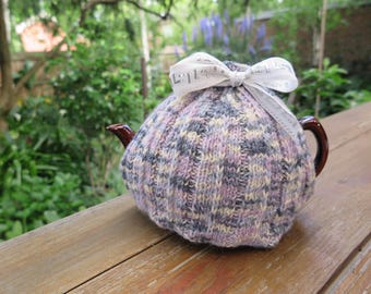 Tea cosy, Knitted tea cosy, Handknitted tea cosy, Handmade tea cosy, Tea pot cover, Gift idea, Made in Melbourne Tea Cosy, Tea drinkers gift