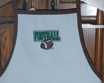 Personnalised hand made, Adult men white apron , 3 pockets Football embroidery. Free to add the name.