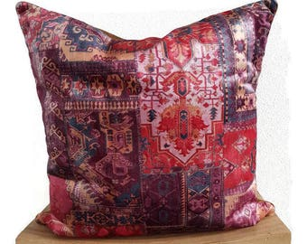 Cushion in a reddish brown color with vintage look for the couch in the living room, ornamental pillow bohemianstijl for the bed in the bedroom.