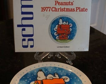 1977 Peanuts Christmas Plate/Snoopy/Charles Schulz/ Schmid Bro. Inc./Made in Japan