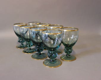 A set of 8 green glass with a gilded edge. H - 12 cm and Dia - 6,5 cm.