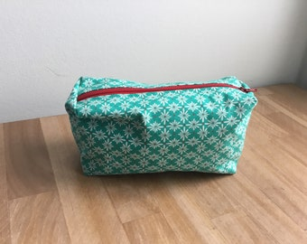 Travel / Accessory / Make-up Bag - Teal with Daisies