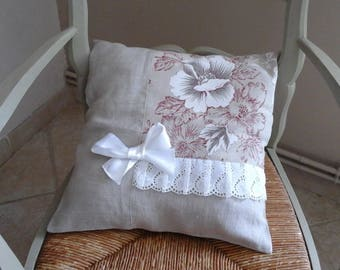 Attractive cover of pillow removable linen closed by zip