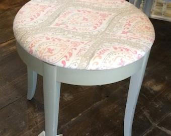 Vintage Vanity StoolBenchRound StoolShabby Chic & Vanity stool | Etsy islam-shia.org