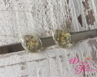 Earrings-handmade-resin/wild carrot flower earrings-hand made-resin