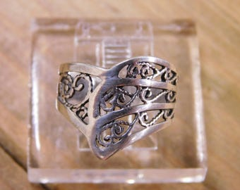 Beautiful Sterling Silver Ring Size 6.75
