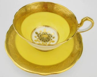 Aynsley doris gold etch encrusted gold medallion center yellow Tea cup and saucer