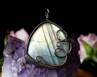Oxidized copper wire pendant with Labradorite / gift for her gift for mom / wire wrapped / without chain / double-faced / handcrafted