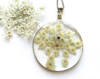 Necklace with resin pendant and real flower of wild carrot-botanical jewels-resin jewellery-Real flowers Pendant
