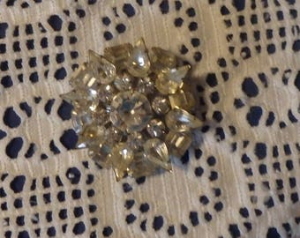 Round Brooch with Clear Rhinestones in a Flower Shape. Vintage 1970's