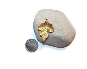 Vintage leaf pendant with rhinestone, pendants, leaf pendant, vintage jewelry, Ivy leaf pendant, leaves pendants