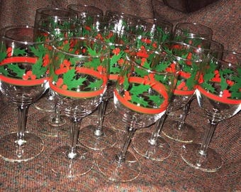 LIBBEY Holiday Christmas Water GOBLET Set of 15 Holly Berry Wine Glasses