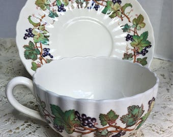 Spode Monticello Vine Tea Cup and Saucer Made in England S3402