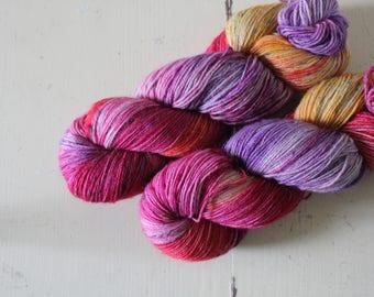 Hand-dyed sock yarn 420 m LL / 100 g Tweedy Feet - Peachy