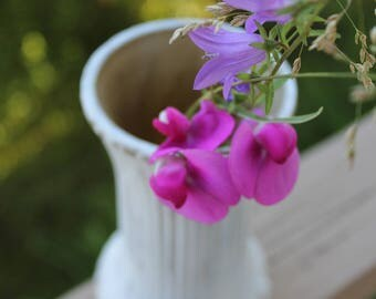 Romantic white and gold, flower vase / Shabby chic - refurbished AINA