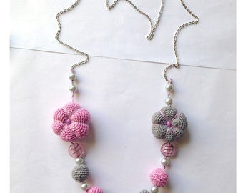 Long necklace with flowers and pearls crochet amigurumi