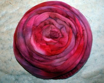 Hand-dyed Merino Wool 'Acai II' - combed tops