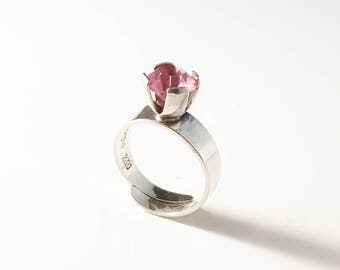 Hedberg, Sweden year 1974 Solid Silver Pink Stone Modernist Ring.
