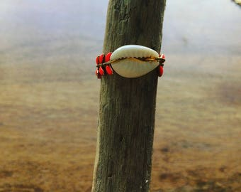 Coral glazed cowrie chain ring