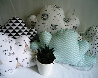 Bumper baby, graphic clouds, Indian tepees and pandas, black, white and green water crib 60 x 120 cm or 70 x 140 cm