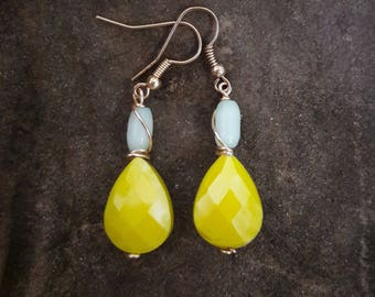 yellow and mint green teardrop glass earrings, lemon yellow earrings, gold wire wrapped, teardrop dangle earrings, FREE SHIPPING