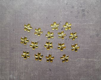 Lot 50 rhinestones form flower 1.1 cm yellow
