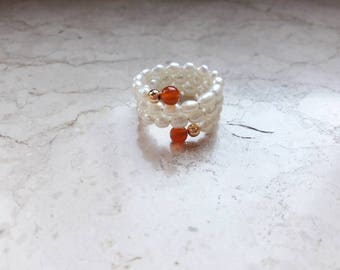 Ring in harmonic thread with cultivated beads and hard stone beads
