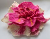 Felted flower ,Wool flower,Felt flower,Flower brooch, Felt Flower Pin, Wool Brooch,wearable art,Magenta flower,Extravagant jewelry