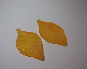 Set of 2 pendant / charm acrylic leaf 52 x 30mm Orange
