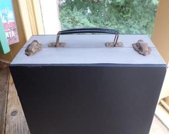 """Vintage Cheney 7"""" record case / platenkoffer / boîte à musique / schallplattenkoffer / 45 s record case / vinyl storage case, 1960s"""