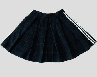Short skirt with pleats