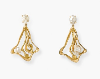 Elegant, Hand Crafted, 18 Kt Brushed Gold & Venezuelan Natural Pearl Earrings